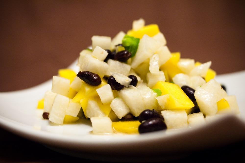 Mango, Jicama, and Black Bean Salad